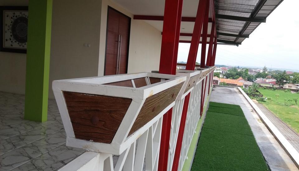 D'Madinah Residence Syariah Hotel Solo Solo - Balkon