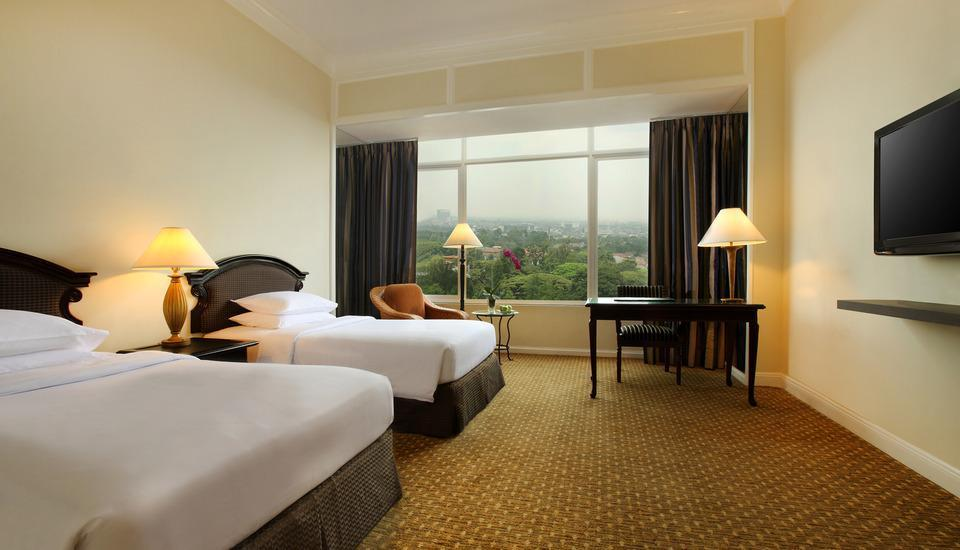 Hotel Aryaduta Bandung - Superior Room With Breakfast Stay 3 - 6 Days Get 15% OFF
