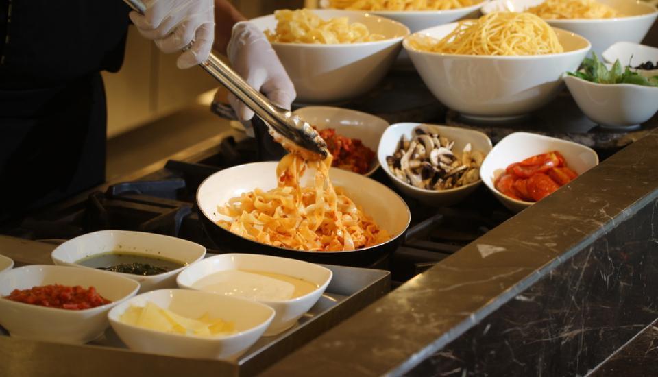 H Sovereign Bali - Makanan