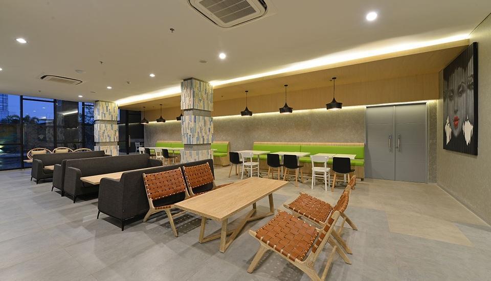 POP! Hotel Timoho Yogyakarta - lobby lounge