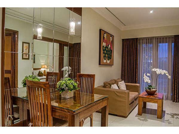 Sara Residence Bali - Ruang Tamu Suite 2 Kamar