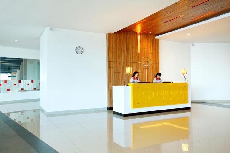 Amaris Season City Jakarta - Resepsionis