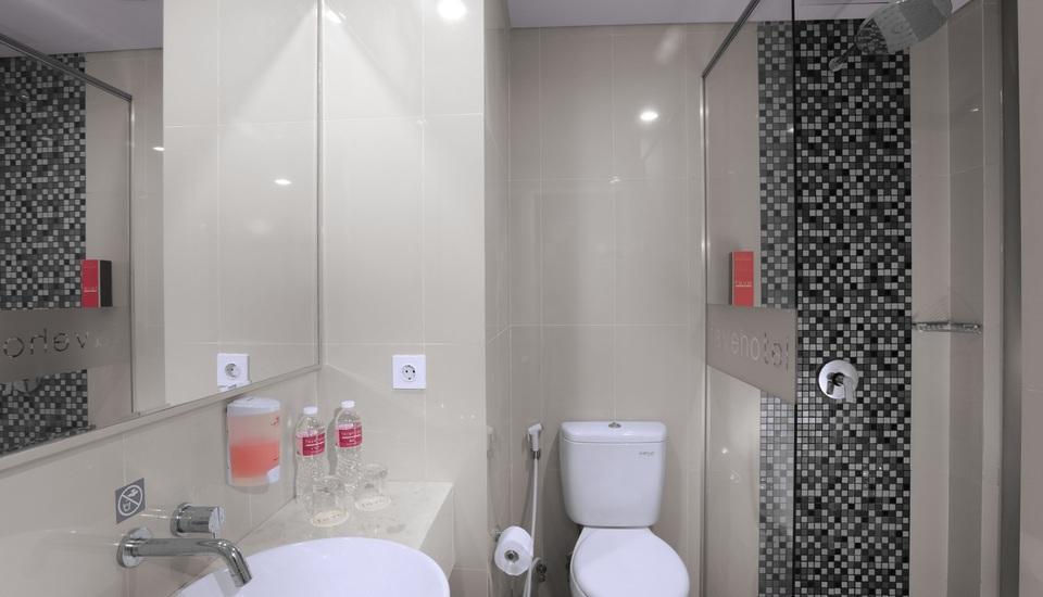 favehotel Bandara Tangerang - Bathroom