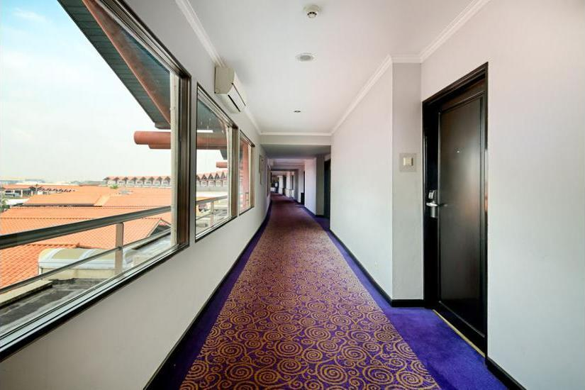 Jakarta Airport Hotel Managed by Topotels Jakarta - Hallway
