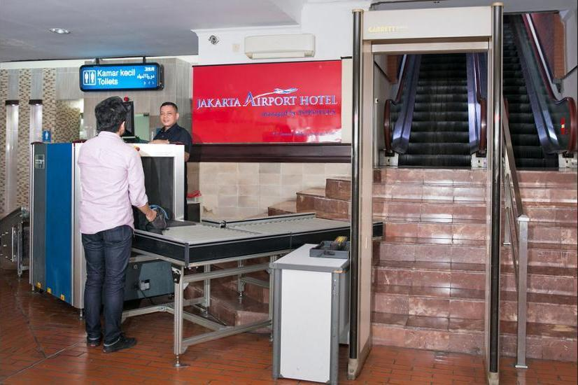 Jakarta Airport Hotel Managed by Topotels Jakarta - Hotel Entrance