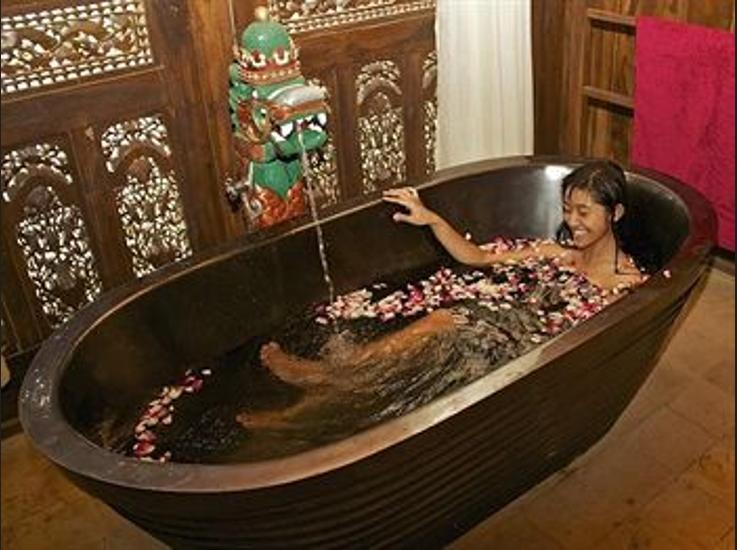 Villa Borobudur Magelang - Deep Soaking Bathtub