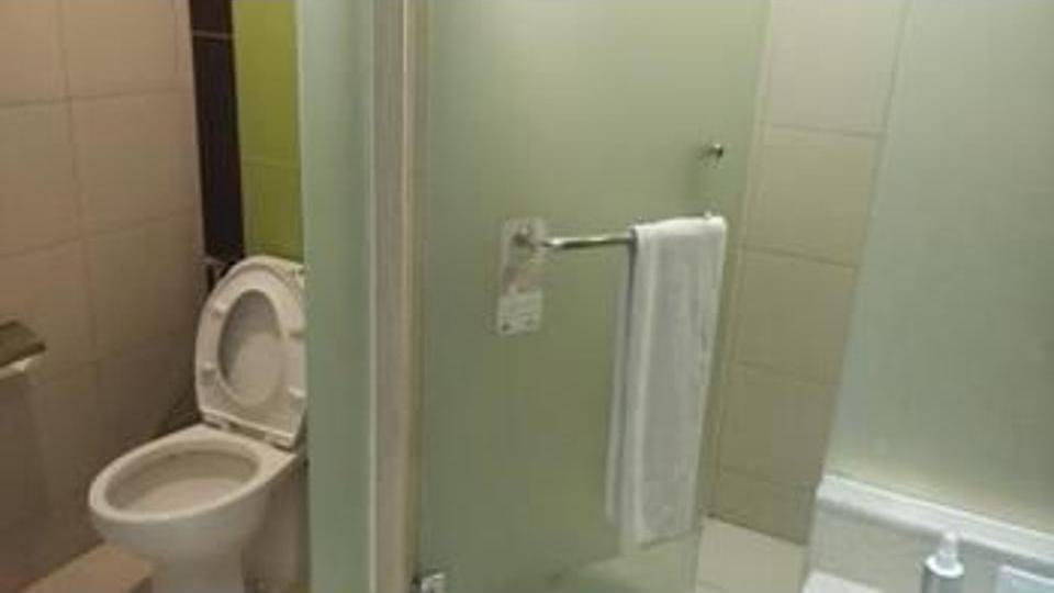 Ibis Styles Malang - Bathroom