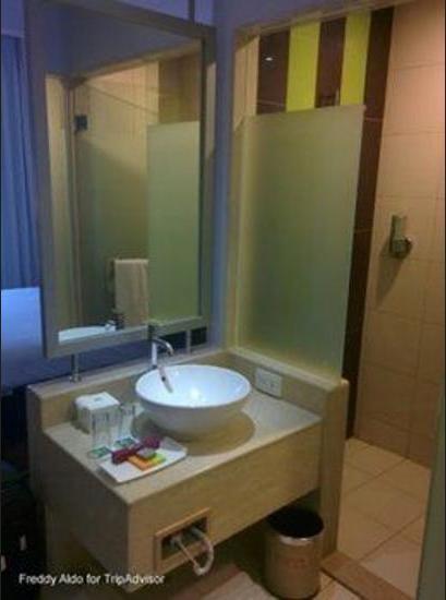 Ibis Styles Malang - Bathroom Sink
