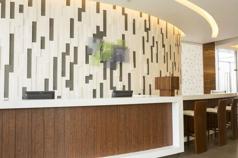 Holiday Inn Express Semarang Simpang Lima - Exterior detail