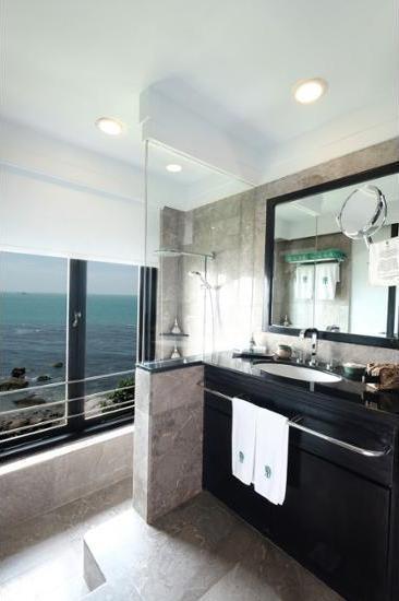 Banyan Tree Bintan - Bathroom