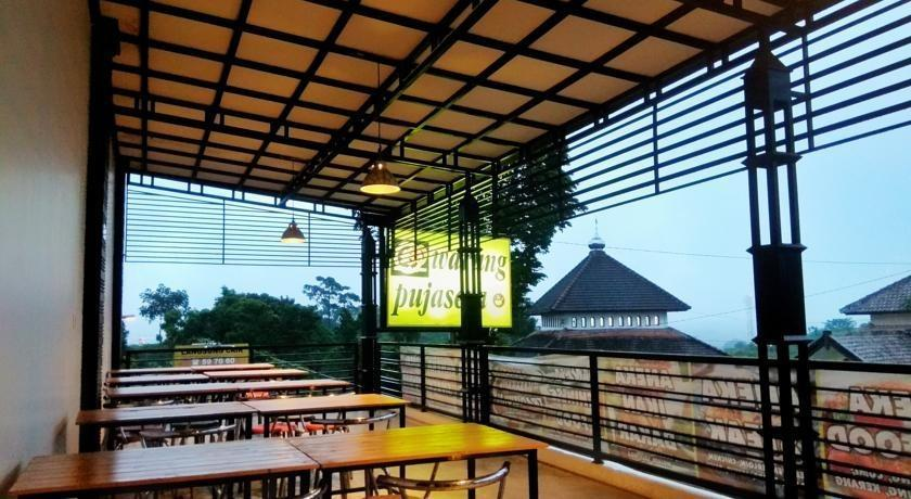 Guest House 180 Malang - Pujasera