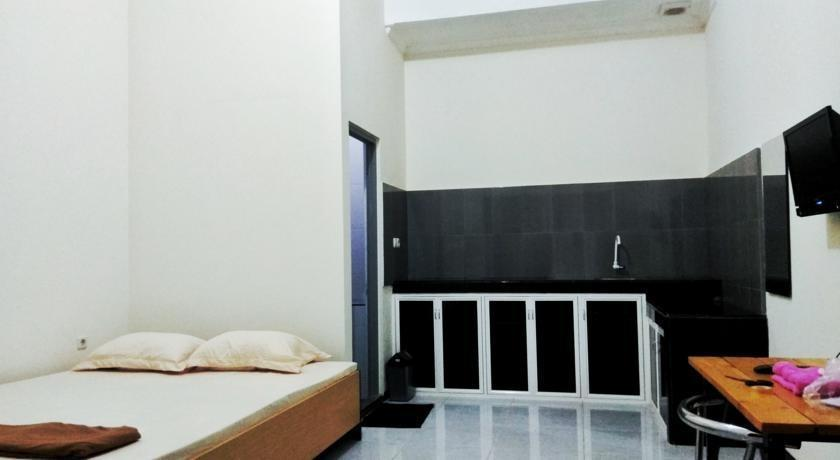 Guest House 180 Malang - Guest room