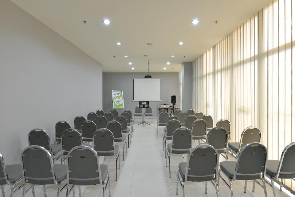 POP Hotel BSD City Tangerang - Ruang Pertemuan