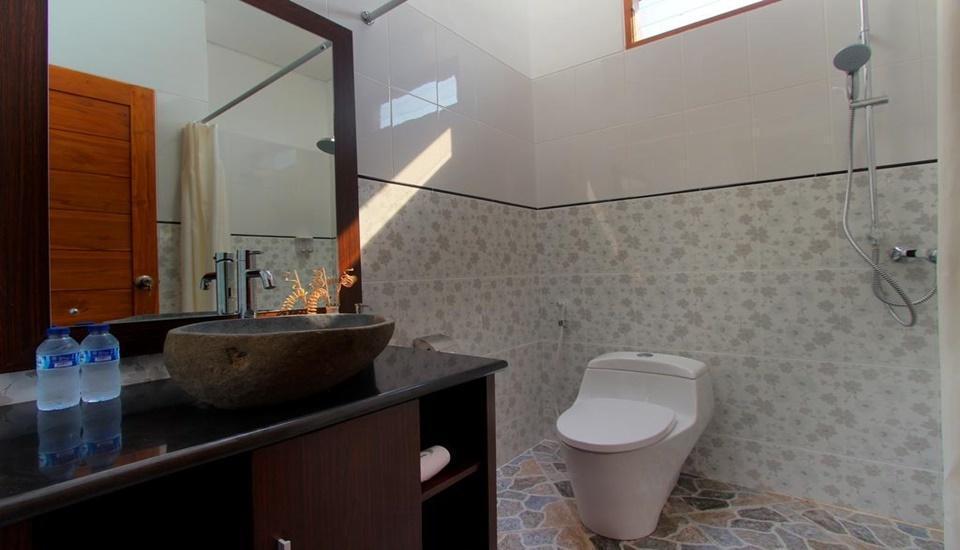 Lotus Tirta Seminyak Bali - Bathroom