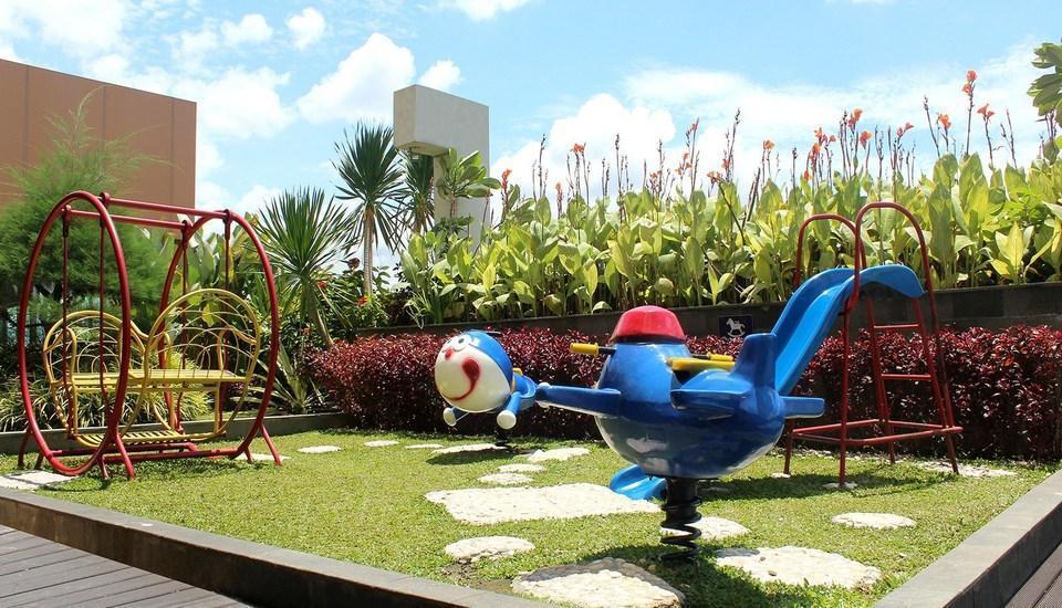 Aston  Solo - Playground