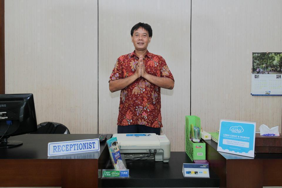 Airy Syariah Alun Alun Kidul Bantul 60B Yogyakarta - Receptionist