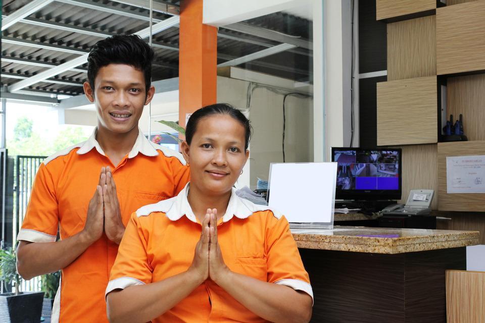 The Nancys Home Stay Pekanbaru - Receptionist