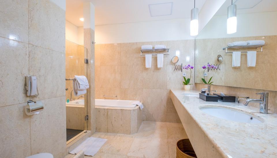 Sintesa Peninsula Palembang - suite bathroom