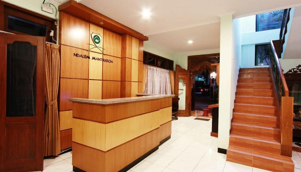 Ndalem Mantrijeron Hotel Yogyakarta - Receptionist
