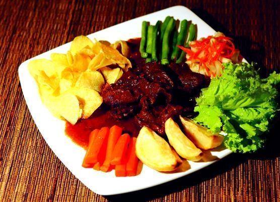 D Season Hotel Surabaya - Makanan