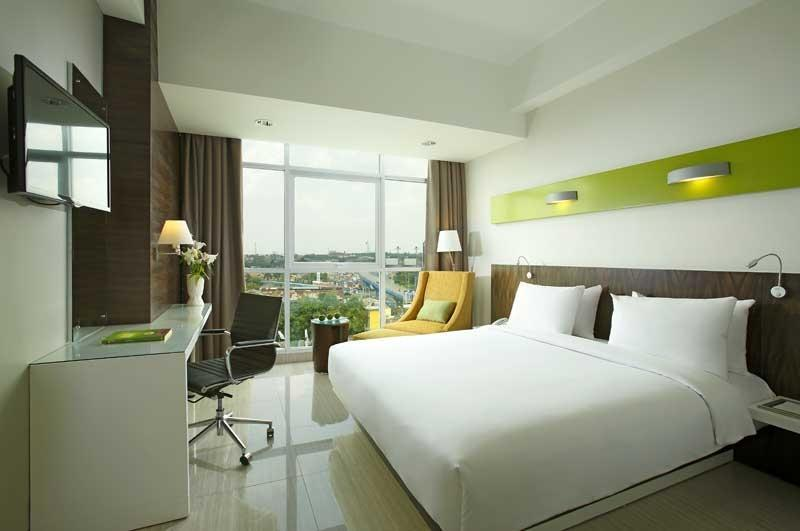Hotel Santika  Cikarang - Deluxe Room King Regular Plan