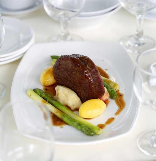 Hotel Santika  Cikarang - Makanan