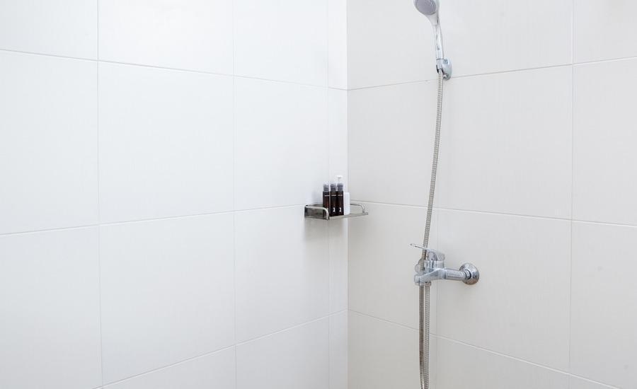 RedDoorz @ Bukit Dago Bandung - Kamar mandi