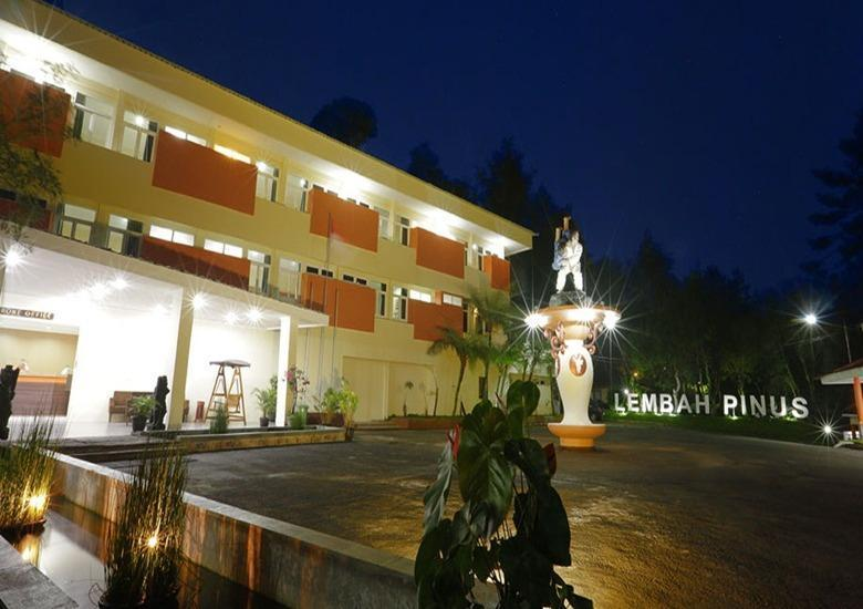 Arra Lembah Pinus Hotel Ciloto - Deluxe Room Deal of the Day 65%