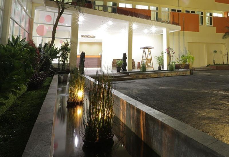Arra Lembah Pinus Hotel Ciloto - Kolam