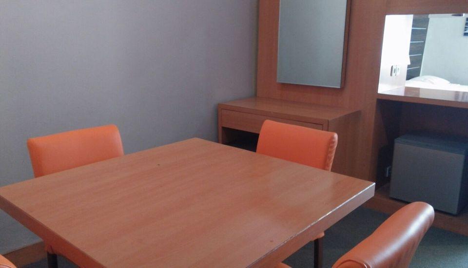 Arra Lembah Pinus Hotel Ciloto - Living room