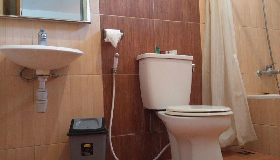 Arra Lembah Pinus Hotel Ciloto - Bathroom