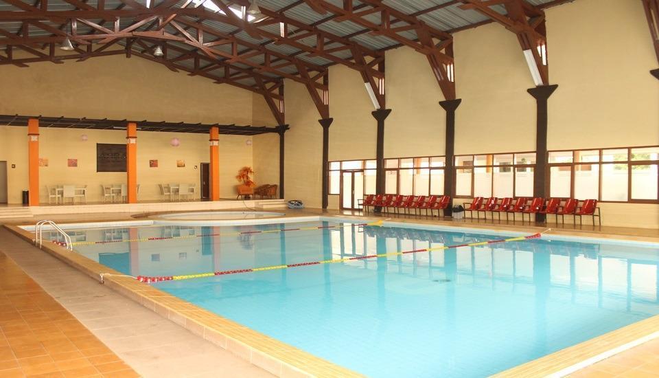 Arra Lembah Pinus Hotel Ciloto - Pool