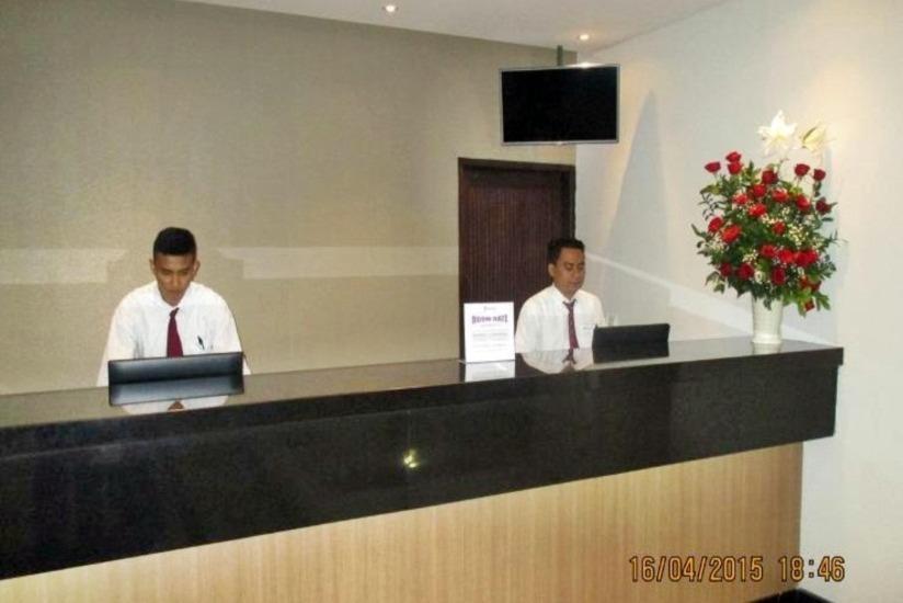 P Hotel Jakarta - Resepsionis