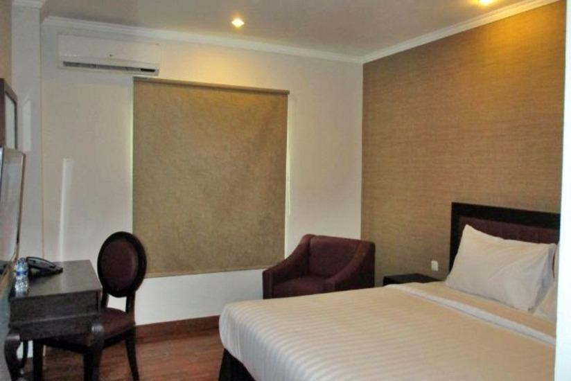P Hotel Jakarta - Kamar tamu
