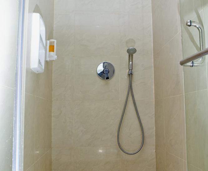 P Hotel Jakarta - Kamar mandi
