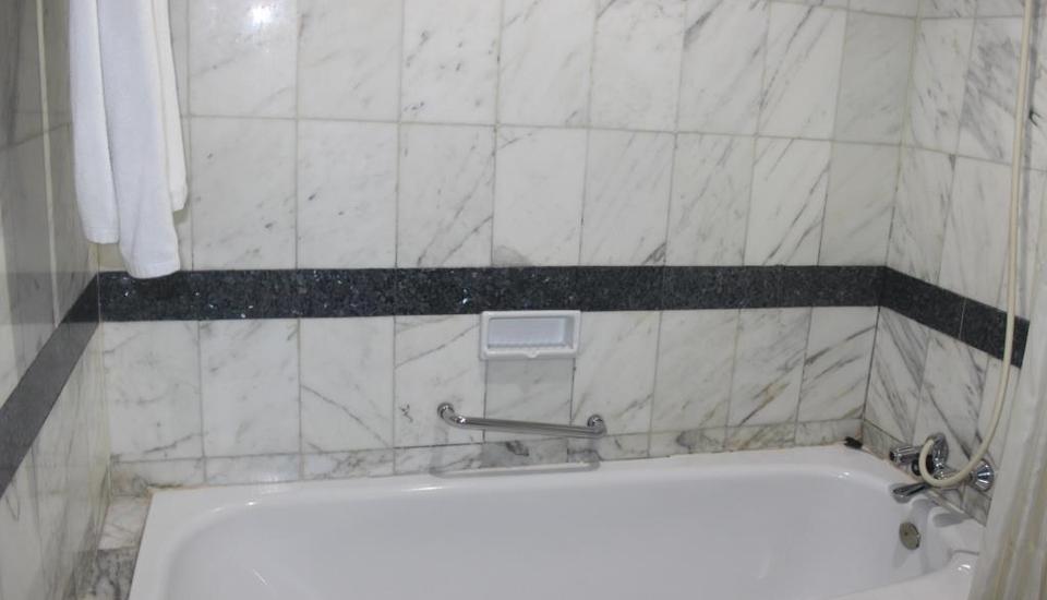 Hotel Yasmin Jayapura Jayapura - Kamar mandi
