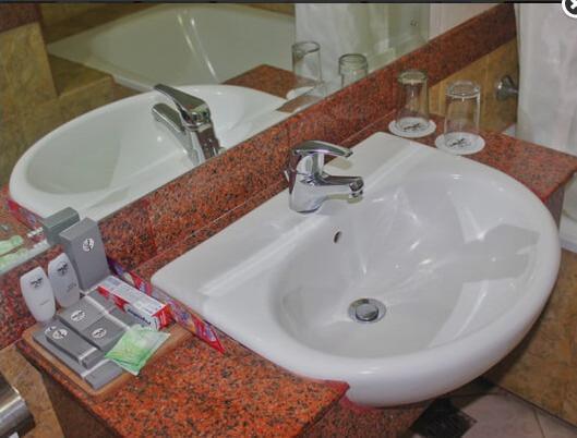 Hotel Yasmin Jayapura - DELUXE ROOM