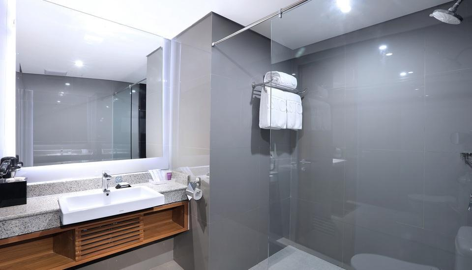Aston Inn Batu Malang - Family Bathroom