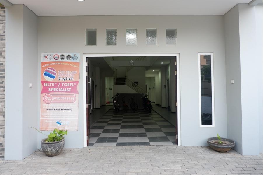 RedDoorz near Ahmad Yani Airport 2 Semarang - Eksterior