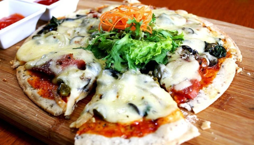 Vouk Hotel and Suite Bali - Pizza
