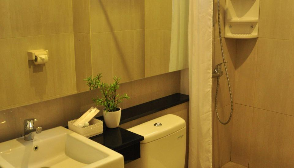 LeGreen Suite Gatot Subroto on Pejompongan V - Toilet