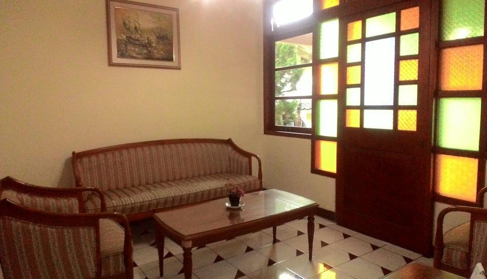 The Bandungan Hotel Semarang - Ruang tamu