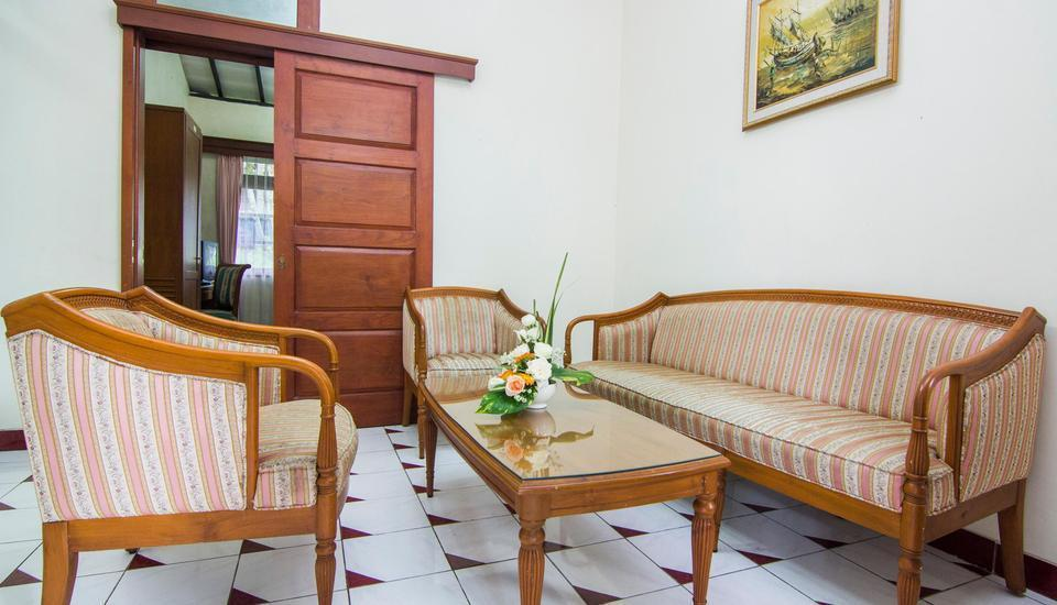 The Bandungan Hotel Semarang - Deluxe Room Regular Plan