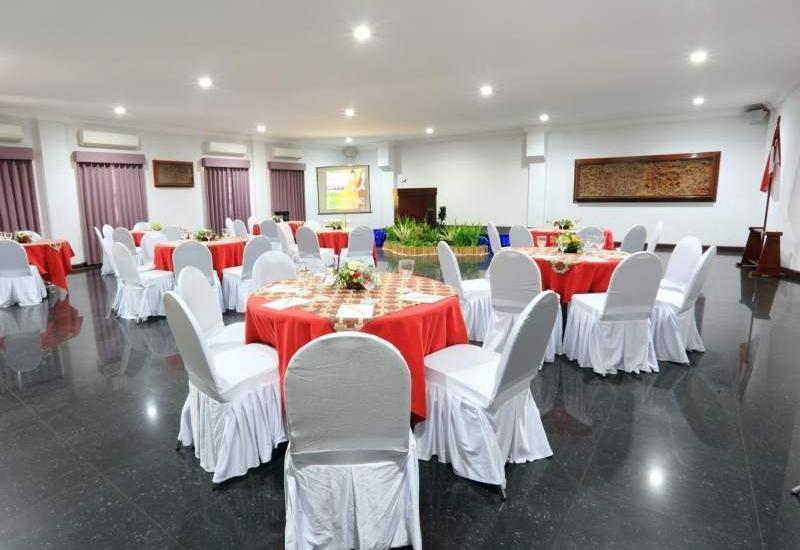 Hotel Merdeka  Kediri - Ballroom