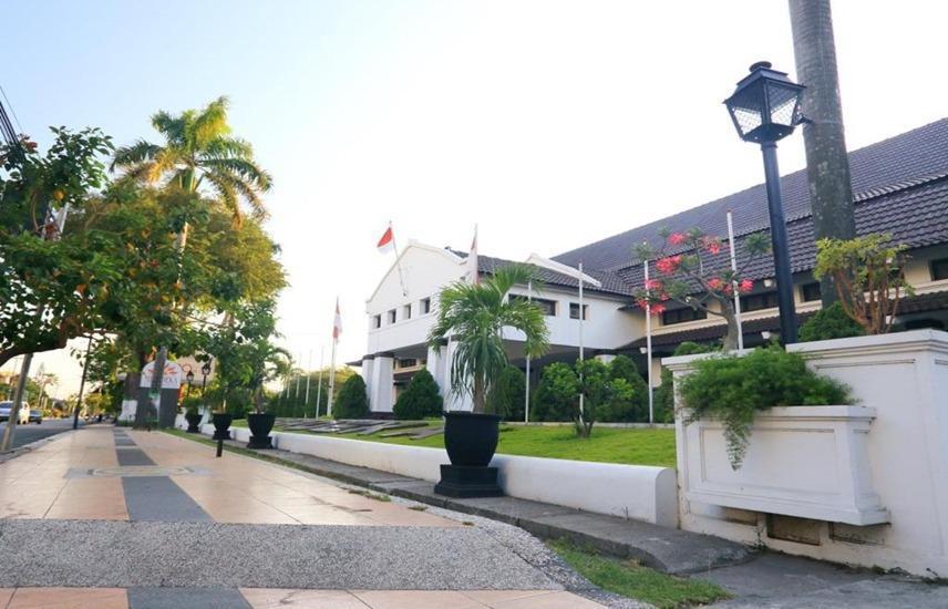 Hotel Merdeka  Kediri - Exterior