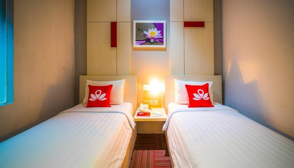 ZEN Premium Setiabudi Jakarta - Tampak tempat tidur twin