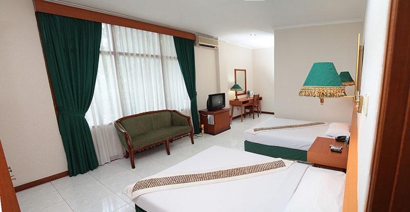 Griya Patria Guest House Jakarta - Kamar Twin dengan dua tempat tidur single untuk dua orang