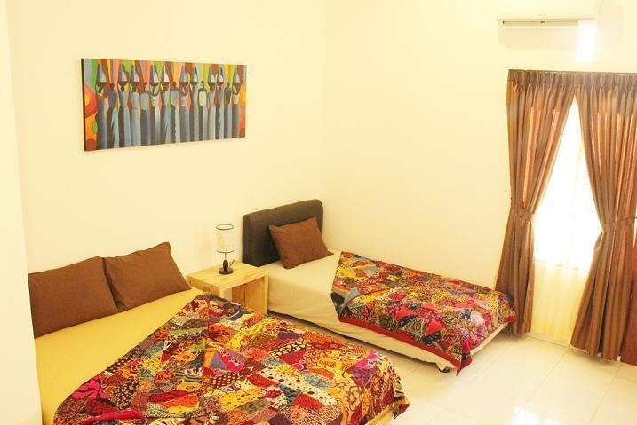The Wayang Homestay Yogyakarta - Family Room