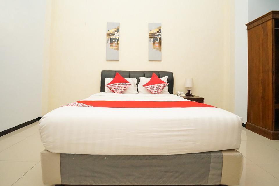 OYO 282 Putri Utari Guest House Malang - Deluxe Double last