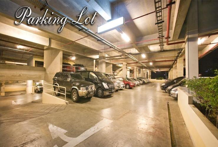 Galeri Ciumbuleuit Hotel Bandung - Parking Lot